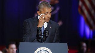 Chicago, 2017. január 11. Barack Obama leköszönõ amerikai elnök elérzékenyül az amerikai néphez intézett utolsó elnöki beszéde alatt a chicagói McCormick Place rendezvényközpontban 2017. január 10-én. (MTI/EPA/Kamil Krzaczynski)