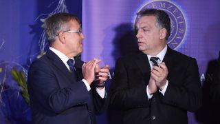 Budapest, 2017. január 23. Orbán Viktor miniszterelnök (j) és Matolcsy György, a Magyar Nemzeti Bank (MNB) elnöke a Lámfalussy-konferencián a budapesti Marriott hotelben 2017. január 23-án. MTI Fotó: Koszticsák Szilárd