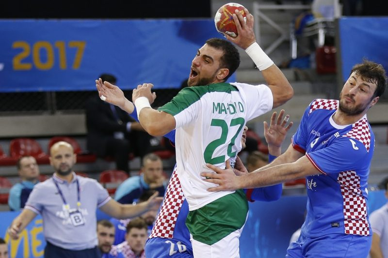 Saudi Arabia's pivot Mahdi Alsalem (C) jumps to shoot during the 25th IHF Men's World Championship 2017 Group C handball match Croatia vs Saudi Arabia on January 13, 2017 at the Kindarena in Rouen. / AFP PHOTO / CHARLY TRIBALLEAU
