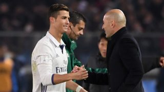 Real Madrid head coach Zinedine Zidane (R) talks to player Cristiano Ronaldo as he is substituted during extra-time of the Club World Cup football final match between Kashima Antlers of Japan and Real Madrid of Spain at Yokohama International stadium in Yokohama on December 18, 2016. / AFP PHOTO / Toshifumi KITAMURA
