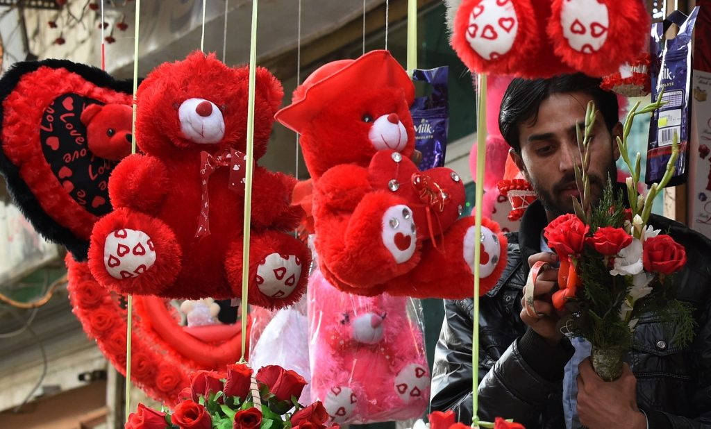 A Pakistani vendor prepares a bunch of flowers ahead of Valentine's day in Quetta on February 13, 2015. Valentine's Day is increasingly popular among younger Pakistanis, many of whom have taken up the custom of giving cards, chocolates and gifts to their sweethearts to celebrate the occasion. AFP PHOTO/ BANARAS KHAN / AFP PHOTO / BANARAS KHAN
