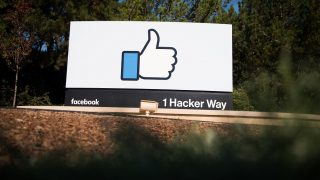 The Facebook sign and logo is seen in Menlo Park, California on November 4, 2016.  / AFP PHOTO / JOSH EDELSON
