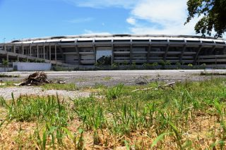 Partial view of the world-famous Maracana Stadium in Rio de Janeiro on January 18, 2017.  After playing a key role in the 2014 World Cup and 2016 Olympic Games, hosted by Brazil, the iconic Maracana Stadium has fallen into a state of abandon due to a contract dispute, and is closed to tourists. / AFP PHOTO / VANDERLEI ALMEIDA