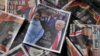 An arrangement of daily newspapers from Satutrday, January 21, 2017, showing front page stories reporting US President Donald Trump's inauguration in Washington the previous day. US stocks rose and the dollar fell Friday as Donald Trump was officially sworn in as the president of the United States and Barack Obama's term ended. / AFP PHOTO / Daniel SORABJI