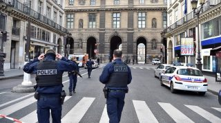"""French police officers patrol near the Louvre museum on February 3, 2017 in Paris after a soldier has shot and gravely injured a man who tried to attack him. """"Serious public security incident under way in Paris in the Louvre area,"""" the interior ministry tweeted on February 3 as streets in the area were cordoned off to traffic and pedestrians.  / AFP PHOTO / ALAIN JOCARD"""