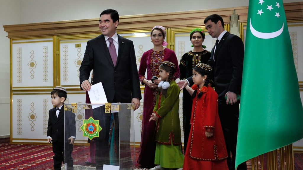 Turkmenistan's President Gurbanguly Berdymukhamedov casts his vote at a polling station during the presidential election in Ashgabad, on February 12, 2017. Citizens of Turkmenistan went to the polls on February 12, 2017 for a presidential vote expected to further tighten strongman Gurbanguly Berdymukhamedov's hold over the gas-rich Central Asian country. / AFP PHOTO / Igor SASIN
