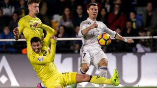 Real Madrid's Portuguese forward Cristiano Ronaldo (R) vies with Villarreal's Argentinian defender Mateo Musacchio (L bottom) and Villarreal's midfielder Samuel Castillejo during the Spanish League football match Villarreal CF vs Real Madrid at El Madrigal stadium in Vila-real on February 26, 2017.  / AFP PHOTO / BIEL ALINO