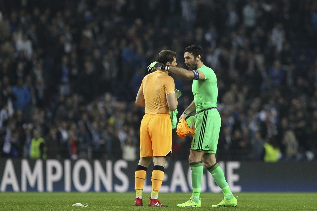 Porto's Spanish goalkeeper Iker Casillas (L) with Gianluigi Buffon goalkeeper of Juventus FC (R) during the UEFA Champions League Round of 16 1st leg soccer match between FC Porto and Juventus, at Dragao Stadium in Porto on February 22, 2017. (Photo by Pedro Lopes / DPI / NurPhoto)