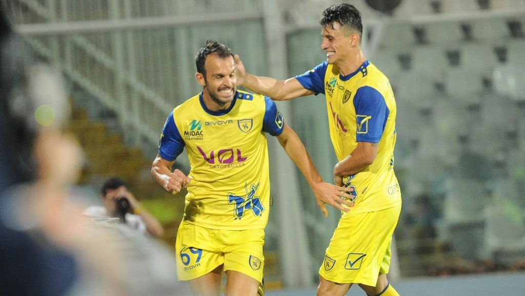 Roberto Inglese and Riccardo Meggiorini and  Ivan Radovanovic of AC Chievo Verona celebrate after scoring the goal 0-2 during the Serie A match between Pescara Calcio and AC Chievo Verona at Adriatico Stadium on October 1, 2016 in Pescara, Italy.  (Photo by Federica Roselli/NurPhoto)