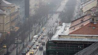 Budapest, 2017. január 31. Az Andrássy út a szmogos, ködös idõben 2017. január 31-én. MTI Fotó: Balogh Zoltán