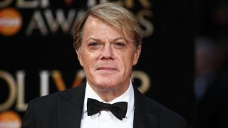 British actor and comedian Eddie Izzard poses on the red carpet upon arrival to attend the 2016  Laurence Olivier Awards in London on April 3, 2016. / AFP PHOTO / JUSTIN TALLIS