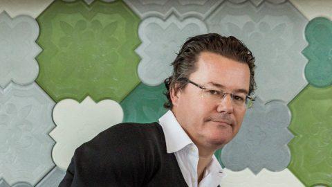 """Dirk Gerkens vezérigazgató a TV2 Csoport tavaszi műsorait bemutató tájékoztatón a budapesti High Note Sky bárban 2017. február 8-án. A vezérigazgató szerint """"hamarosan, valamikor az idei évben"""" behozhatják a kereskedelmi célcsoportban meglévő hátrányukat az RTL Magyarországgal szemben. MTI Fotó: Szigetváry Zsolt"""