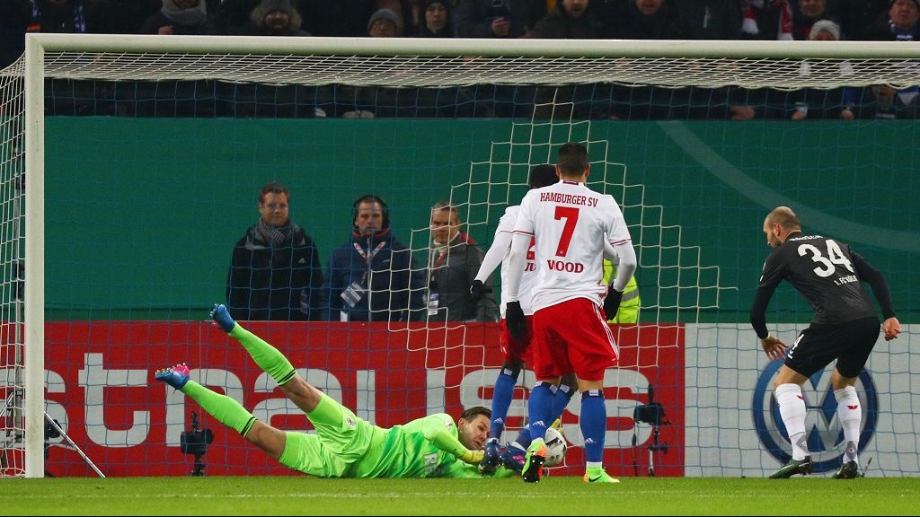 Hamburg's Gideon Jung scores 1-0 during the German DFB Cup match between Hamburger SV and 1. FC Cologne at the Volksparkstadium in Hamburg, Germany, 7 February 2017.   (EMBARGO CONDITIONS - ATTENTION: The DFB prohibits the utilisation and publication of sequential pictures on the internet and other online media during the match (including half-time). ATTENTION: BLOCKING PERIOD! The DFB permits the further utilisation and publication of the pictures for mobile services (especially MMS) and for DVB-H and DMB only after the end of the match.) Photo: Christian Charisius/dpa