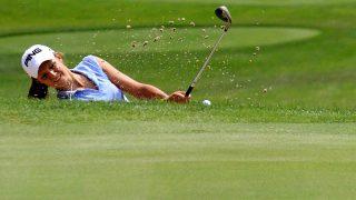Balatonudvari, 2011. július 20.Egy versenyző gyakorol a juniorkorú golfozók Európa-bajnokságán, a balatonudvari Royal Balaton Golf&Yacht Clubban. A kontinensviadalon 29 ország 103 versenyzője vesz részt.MTI Fotó: Nagy Lajos