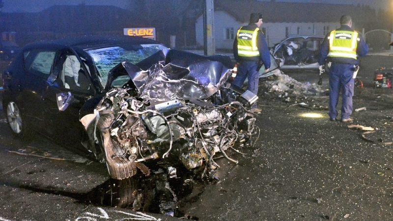 Nyíregyháza, 2017. február 17. Autóroncsok Nyíregyházán, ahol meghalt egy ember, amikor két autó összeütközött 2017. február 17-én. MTI Fotó: Taipusz Attila