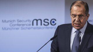 München, 2017. február 18. Szergej Lavrov orosz külügyminiszter felszólal az 53. alkalommal megrendezett háromnapos müncheni biztonságpolitikai konferencián 2017. február 18-án. (MTI/EPA/Philipp Guelland)