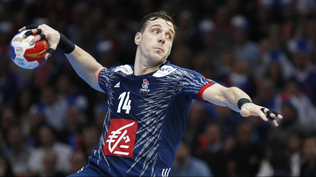France's left wing Kentin Mahe shoots a penalty during the 25th IHF Men's World Championship 2017 final handball match between France and Norway on January 29, 2017 at the AccorHotels Arena in Paris. / AFP PHOTO / Thomas SAMSON