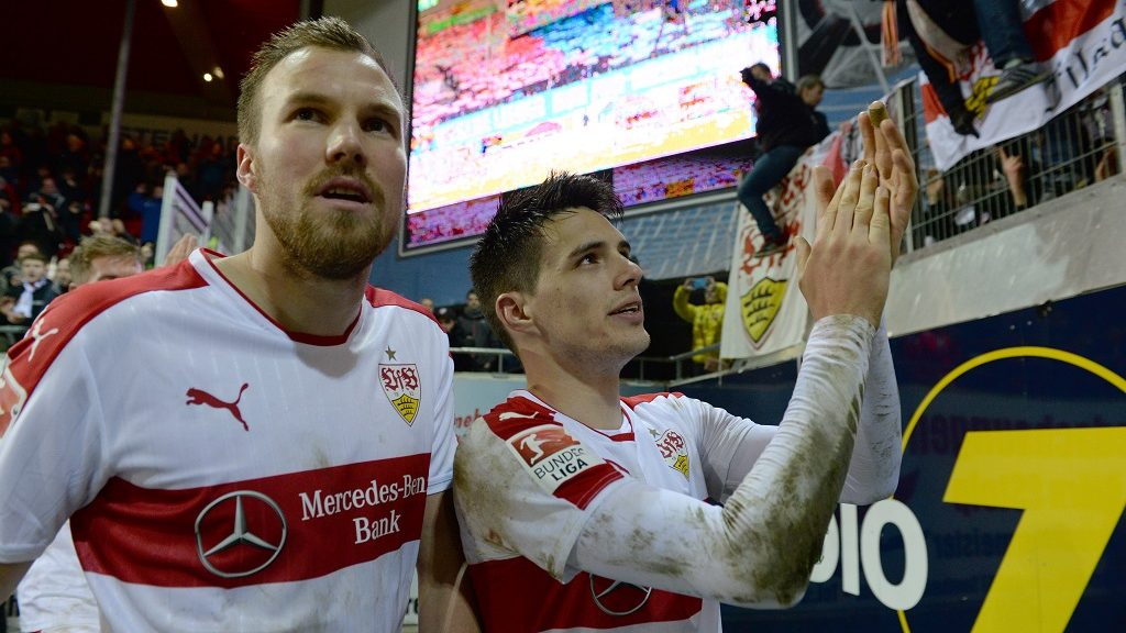 Stuttgart's Kevin Grosskreutz (l) and Josip Brekalo celebrate with the fans after the 2nd Bundesliga soccer match between 1. FCHeidenheim and VfB Stuttgart at the Voith-Arena in Heidenheim, Germany, 17 February 2017.  (EMBARGO CONDITIONS - ATTENTION: Due to the accreditation guidlines, the DFL only permits the publication and utilisation of up to 15 pictures per match on the internet and in online media during the match.) Photo: Deniz Calagan/dpa