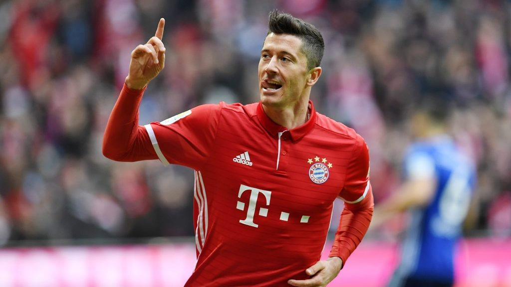 Bayern's Robert Lewandowski celebrates after giving his side a 1:0 lead in the German soccer Bundesliga fixture between Bayern Munich and FC Schalke 04 in the Allianz Arena in Munich, Germany, 04 February 2017.  (EMBARGO CONDITIONS - ATTENTION: Due to the accreditation guidelines, the DFL only permits the publication and utilisation of up to 15 pictures per match on the internet and in online media during the match.) Photo: Tobias Hase/dpa