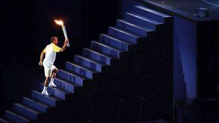 Rio de Janeiro, 2016. augusztus 6.Vanderlei Cordeiro de Lima olimpiai bronzérmes brazil maratoni futó, mielőtt meggyújtja az olimpiai lángot a XXXI. nyári olimpiai játékok megnyitóünnepségén a Rio de Janeiró-i Maracana Stadionban 2016. augusztus 5-én. (MTI/EPA/Oresztisz Panajotu)