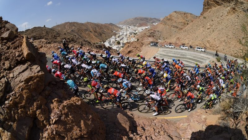 The peloton rides in al-Hamriyah climb during the 6th and final stage of the 8th edition of the cycling Tour of Oman between The Wave Muscat and Matrah Corniche on February 19, 2017. / AFP PHOTO / ERIC FEFERBERG