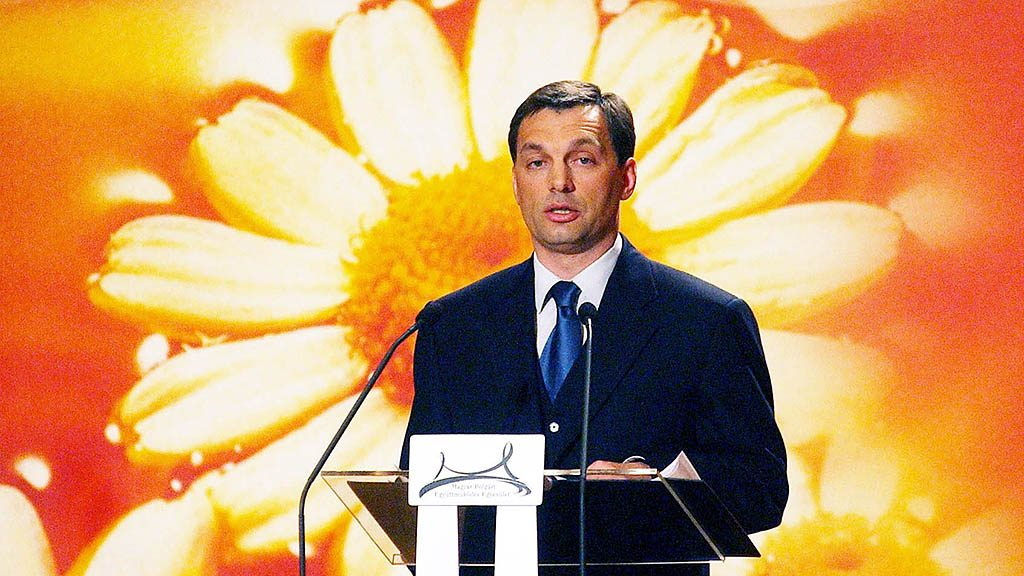 Budapest, 2002. február 7.Orbán Viktor miniszterelnök hagyományos országértékelő beszédét tartja a Magyar Polgári Együttműködés Egyesület rendezvényén a Pesti Vigadóban.MTI Fotó: Koszticsák Szilárd