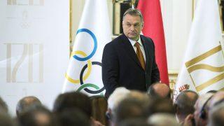 Budapest, 2015. december 15.Orbán Viktor miniszterelnök a fennállásának 120 éves évfordulóját ünneplő Magyar Olimpiai Bizottság (MOB) ünnepi közgyűlésén a budapesti Hotel Royal Corinthia szállóban 2015. december 15-én.MTI Fotó: Illyés Tibor