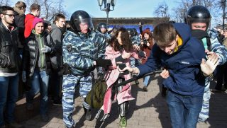 Police officers detain protesters during an unauthorised anti-corruption rally in central Moscow on March 26, 2017. Thousands of Russians demonstrated across the country on March 26 to protest at corruption, defying bans on rallies which were called by prominent Kremlin critic Alexei Navalny -- who was arrested along with scores of others. Navalny called for the protests after publishing a detailed report this month accusing Prime Minister Dmitry Medvedev of controlling a property empire through a shadowy network of non-profit organisations.   / AFP PHOTO / Vasily MAXIMOV