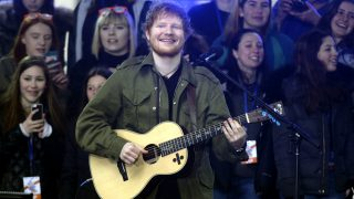Ed Sheeran performs on NBC's 'Today Show' at Rockefeller Plaza on March 8, 2017 in New York City. | Verwendung weltweit/picture alliance
