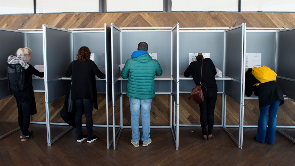Voters filling out their ballots at a polling station on the 20th floor of the 'A'DAM Tower' in Amsterdam, Germany, 15 March 2017. In the wake of a serious conflict with Turkey, the Dutch will elect a new parliament. A total of around 13 million Dutch citizens are to take part in the election. Photo: Daniel Reinhardt/dpa