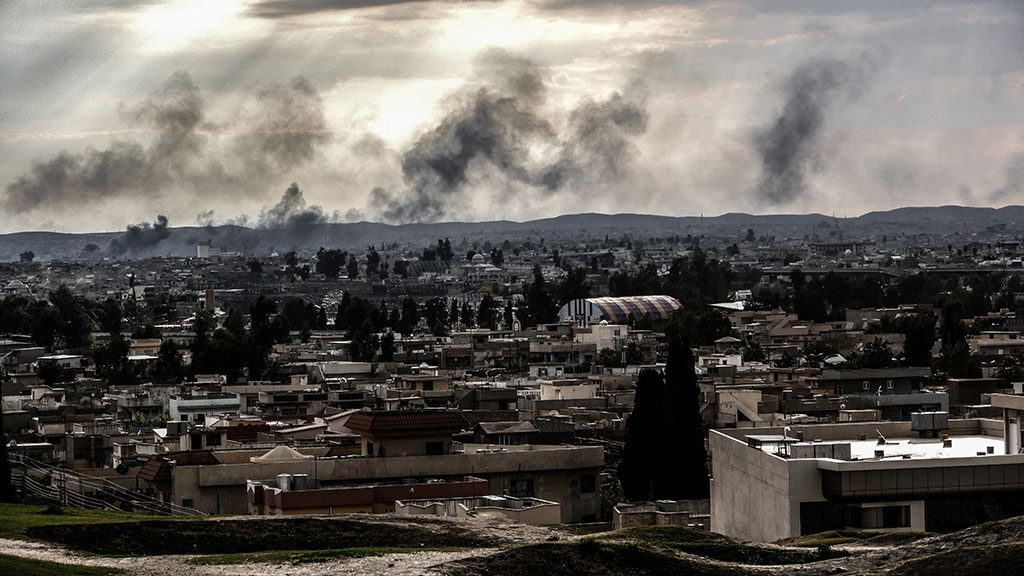 Fire in Mosul, Iraq, on March 26, 2017. Iraqi forces renewed their assault against the jihadists in Mosul's Old City, after days in wooden the battle was overshadowed by reports of heavy civilian casual ties from air strikes. (Photo by Gail Orenstein/NurPhoto)