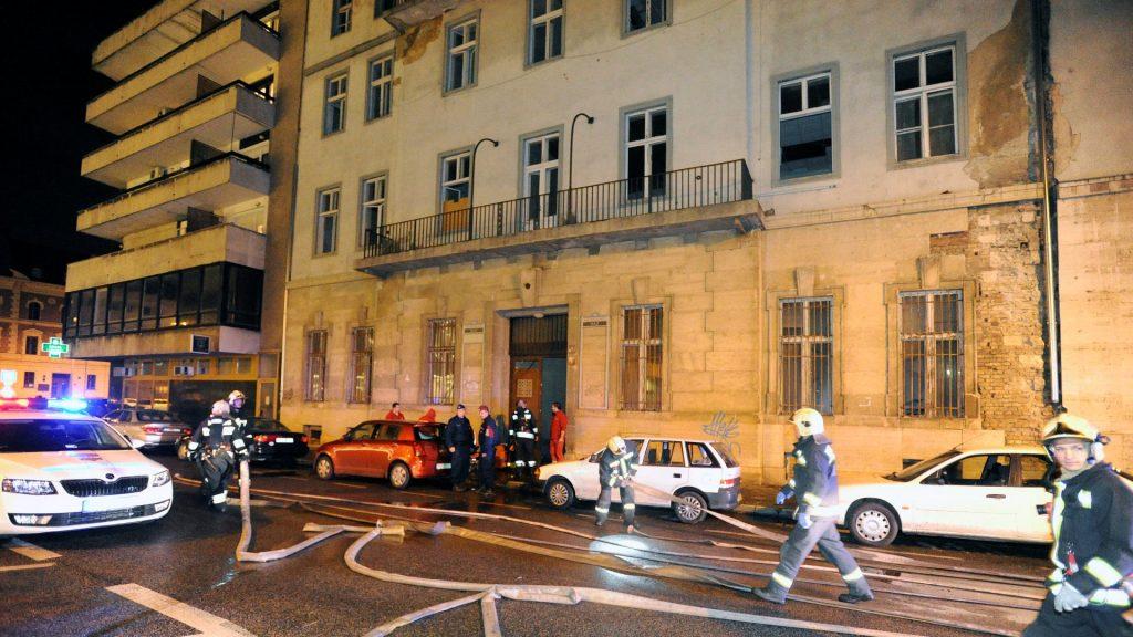 Tűz a volt MSZP-székházban