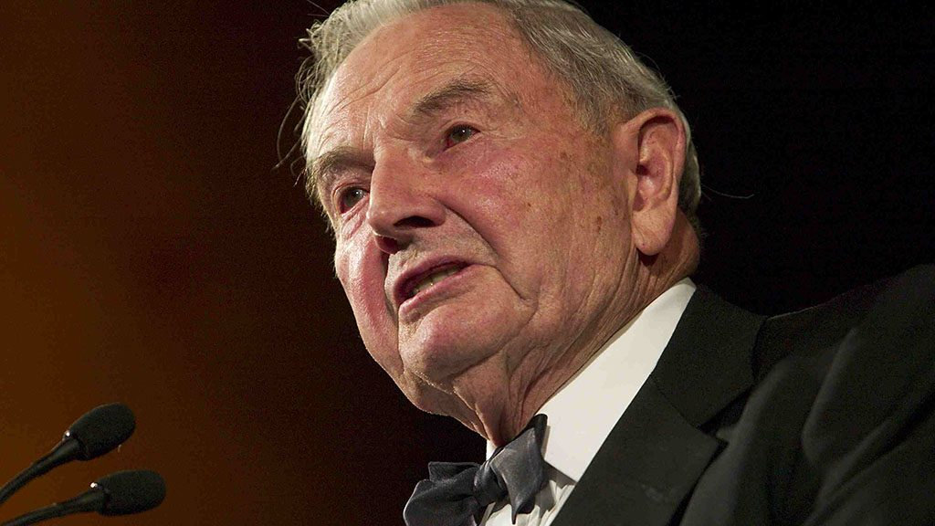 David Rockefeller makes remarks before presenting U.S. Secretary of State Colin Powell with the Marshall Award during a ceremony at the National Building Museum 12 November, 2003 in Washington, DC.  (Brendan Smialowski/Getty Images/AFP)  FOR NEWSPAPERS AND TV USE ONLY