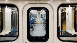 Budapest, 2017. március 20. Az M3-as vonalon közlekedõ elsõ felújított metrószerelvény Budapesten, a Határ úti megállóban 2017. március 20-án. MTI Fotó: Balogh Zoltán