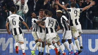 Juventus' forward from Argentina Paulo Dybala (3rdL) celebrates with teammates after scoring during the Italian Serie A football match Juventus Vs AC Milan on March 10, 2017 at the 'Juventus Stadium' in Turin.   / AFP PHOTO / Marco BERTORELLO