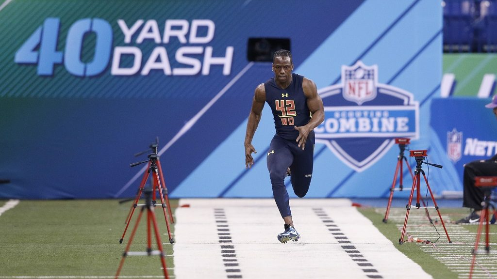 INDIANAPOLIS, IN - MARCH 04: Wide receiver John Ross of Washington runs the 40-yard dash in an unofficial record time of 4.22 seconds during day four of the NFL Combine at Lucas Oil Stadium on March 4, 2017 in Indianapolis, Indiana.   Joe Robbins/Getty Images/AFP