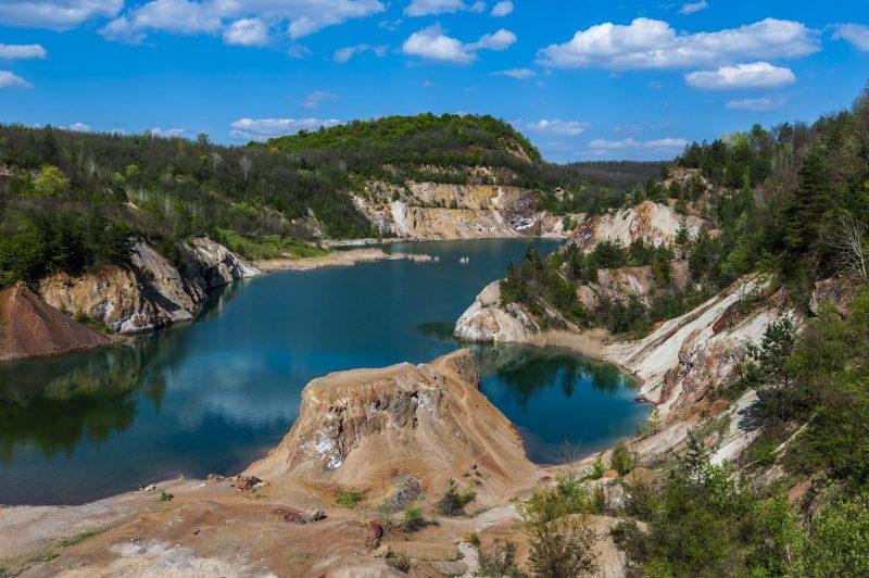 Rudabánya, 2016. április 21. Bezárt vasércbánya Rudabányánál 2016. április 19-én. Szakemberek felmérései szerint Magyarországon közel tízezerre tehetõ a bezárt külszíni bányák és kõfejtések által okozott tájsebek száma. Április 22. a Föld napja. A világméretû környezetvédelmi akciónap társadalmi kezdeményezésként 1970-ben indult az Egyesült Államokból, Magyarországon 1990 óta tartják meg. MTI Fotó: Czeglédi Zsolt
