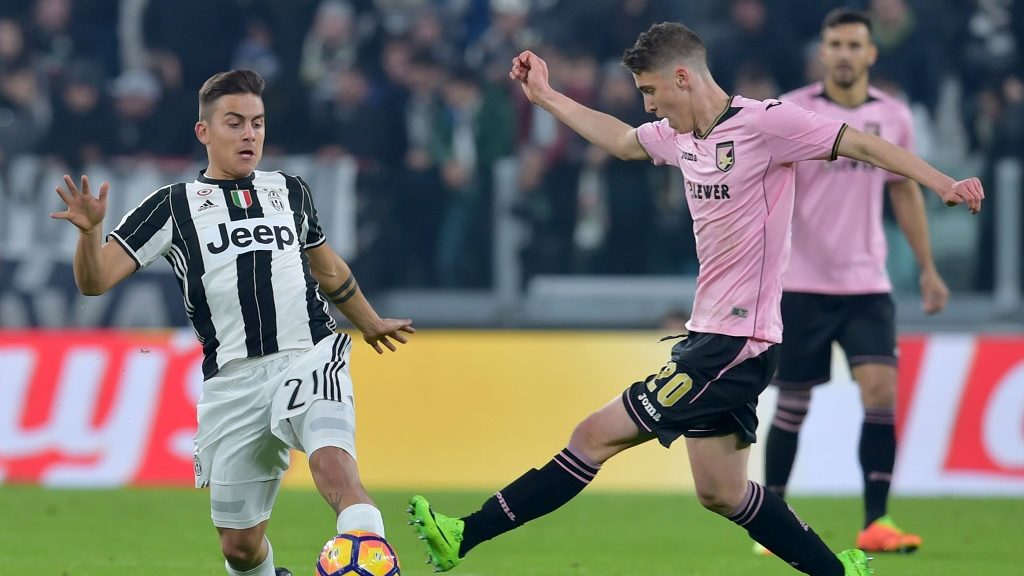 Palermo's forward from Hungary Roland Sallai, fights for the ball with Juventus' forward from Argentina Paulo Dybala (L) during the Italian Serie A football match between Juventus and Palermo at the Juventus Stadium in Turin on February 17, 2017. / AFP PHOTO / GIUSEPPE CACACE