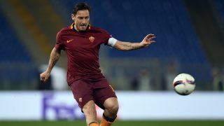 Roma's Italian forward Francesco Totti runs with the ball during the qualifying UEFA Europa League match AS Roma versus Lyon at Rome's Olympic stadium, on March 16, 2017. / AFP PHOTO / FILIPPO MONTEFORTE