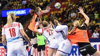 Netherlands' Laura Van Der Heijden (2nd L) looks to pass the ball to her teammate Danick Snelder (R) during the Women's European Handball Championship Group I match between Serbia and Netherlands in Gothenburg, on December 12, 2016. / AFP PHOTO / JONATHAN NACKSTRAND