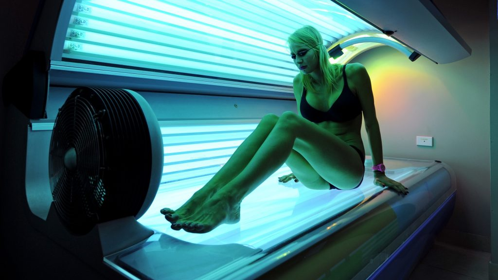 TO GO WITH Australia-health-lifestyle-cancer-sunbeds,FEATURE by Madeleine Coorey This photo taken on February 8, 2012 shows Lucinda Earlam, 20, preparing to lie down on a sunbed at a Solarium in Sydney's Dee Why. Earlam uses a sunbed at least once a week to maintain her overall tan saying she believes this is safer than being out in the harsh Australian sun. Australia's most populous state of New South Wales has announced tough new laws banning commercial solaria tanning units from December 31, 2014.     AFP PHOTO / Greg WOOD / AFP PHOTO / GREG WOOD