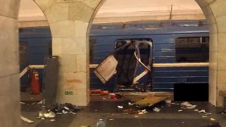 A picture shows the damaged train carriage at Technological Institute metro station in Saint Petersburg on April 3, 2017. Around 10 people were feared dead and dozens injured Monday after an explosion rocked the metro system in Russia's second city Saint Petersburg, according to authorities, who were not ruling out a terror attack. / AFP PHOTO / STR / ALTERNATIVE CROP