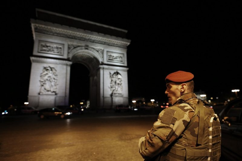 A soldier stand guards near the Arc de Triomphe after a shooting at the Champs Elysees in Paris on April 20, 2017. One police officer was killed and another wounded today in a shooting on Paris's Champs Elysees, police said just days ahead of France's presidential election. France's interior ministry said the attacker was killed in the incident on the world famous boulevard that is popular with tourists.  / AFP PHOTO / Benjamin Cremel