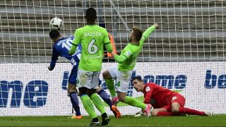 Hertha Berlin's Bosnian forward Vedad Ibisevic (L) scores during the German First division Bundesliga football match between Hertha Berlin and VfL Wolfsburg in Berlin, Germany, on April 22, 2017. / AFP PHOTO / TOBIAS SCHWARZ / RESTRICTIONS: DURING MATCH TIME: DFL RULES TO LIMIT THE ONLINE USAGE TO 15 PICTURES PER MATCH AND FORBID IMAGE SEQUENCES TO SIMULATE VIDEO. == RESTRICTED TO EDITORIAL USE == FOR FURTHER QUERIES PLEASE CONTACT DFL DIRECTLY AT + 49 69 650050
