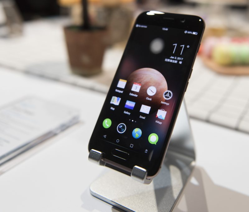 The Honor Magic smartphone produced by Huawei on show at the CESconsumer technology show in Las Vegas, USA, 3 January 2017. Photo: Jason Ogulnik/dpa