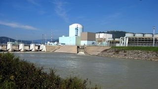 The picture shows the nuclear power plant on the Save river near the Slovenian-Croatian border in Krsko, Slovenia, 22 September 2007. The nuclear power plant featuring a Westighouse pressurised water reactor started operating in 1981. It is at present under joint management by Slovenia and Croatia. Photo: Rolf Haid