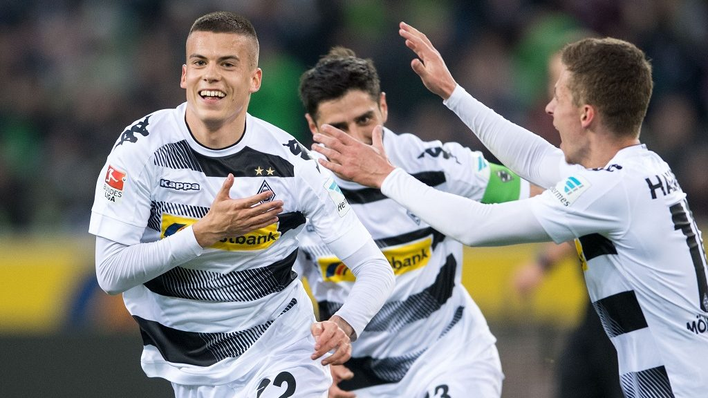Moenchengladbach's Laszlo Benes(L-R) celebrates his 1-0 goal with teammates Lars Stindl and Thorgan Hazard during the German Bundesliga soccer match between Borussia Moenchengladbach and Hertha BSCin the Borussia Park inMoechengladbach, Germany, 05 April 2017.  (EMBARGO CONDITIONS - ATTENTION: Due to the accreditation guidelines, the DFL only permits the publication and utilisation of up to 15 pictures per match on the internet and in online media during the match.) Photo: Marius Becker/dpa