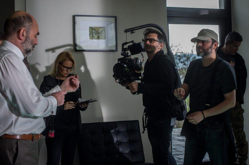Budapest, 2017. április 17. Kulka János színmûvész (b), Szecsanov Martin operatõr (j3) és Ujj Mészáros Károly rendezõ (j2) az X. címû skandináv típusú krimije forgatásán Budapesten 2017. április 13-án. A Magyar Nemzeti Filmalap 489 millió forinttal támogatja a thrillert, amely várhatóan 2018 elsõ felében kerül majd a mozikba. MTI Fotó: Kallos Bea