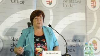 Budapest, 2016. október 2. Pálffy Ilona, a Nemzeti Választási Iroda elnöke a kvótareferendumról tartott nemzetközi sajtótájékoztatón a Nemzeti Választási Központban 2016. október 2-án. Érvénytelen lett az országos népszavazás, amelyet a nem magyar állampolgárok Magyarországra történõ kötelezõ betelepítésével kapcsolatban írtak ki, mivel az érvényes szavazatok száma nem érte el az alaptörvény szerint szükséges 50 százalékot. MTI Fotó: Soós Lajos