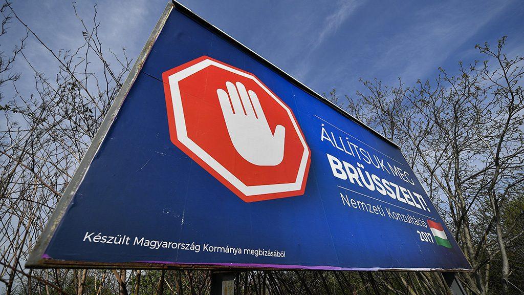 Debrecen, 2017. április 4.A magyar kormány Állítsuk meg Brüsszelt! című nemzeti konzultációját hirdető óriásplakát Debrecenben, az István úton 2017. április 4-én.MTI Fotó: Czeglédi Zsolt